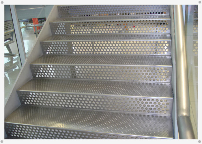 Alttra metal desplegado for Escaleras de material